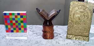 Les trophés reçus par les lauréats