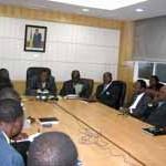 Le ministre EHOUZOU et les protagonistes autour d'une table d'entente
