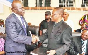 le nouvau préfet de l'Ouémé Plateau, Moukaram Bararou  rassure son prédécesseur François houéssou