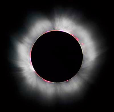 3759781b19 Le Bénin a été balayé ce dimanche par une éclipse hybride de soleil.  Avertis des risques encourus à regarder le phénomène à l'œil nu, ils ont été  nombreux à ...