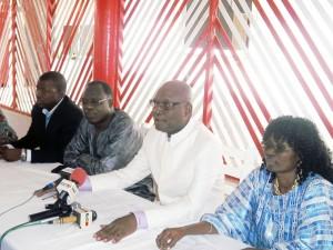 Le maire Hounsou-Guèdè ( deuxième position à partir de la gauche)  et autres leaders FCBE hier au présidium