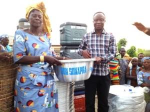 Le Dg Sonapra Jacob Ichola et bénéficiaires