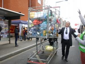 Une manifestation anti plastique dans les rues de    Montreuil