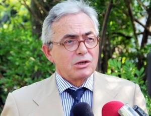 Ambassadeur-Jean-Paul-Monchau...