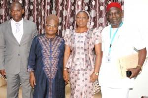 DG Dayouri en photo de famille avec ses partenaires