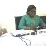 ministre de la microfinance, Mathys Adidjatou (au milieu) a appelé....