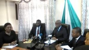 les-ministres-djogbenou-et-tonato-au-milieu-pendant-la-conference-de-presse