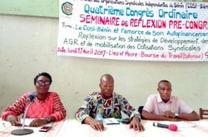 1-Le secrétaire général, Noel Chadaré (au milieu) a appelé ....